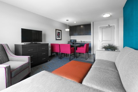 Holiday Inn Express MOLINE - QUAD CITIES - Our two room suites are perfect for long term stays or a family