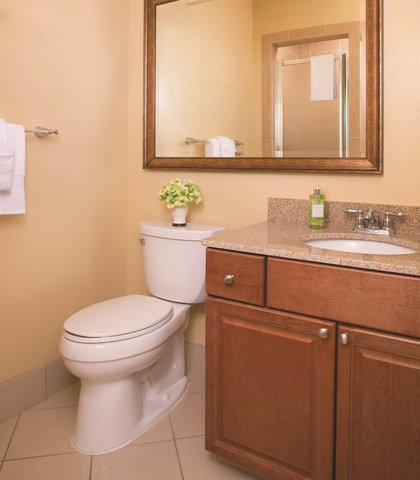 Marriott's Harbour Point and Sunset Pointe at Shelter Cove - Harbour Point - Guest Bathroom