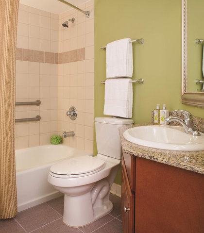 Marriott's Harbour Point and Sunset Pointe at Shelter Cove - Sunset Pointe - Guest Bathroom