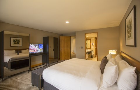 Stamford Plaza Auckland - Raffles Suite Bedroom