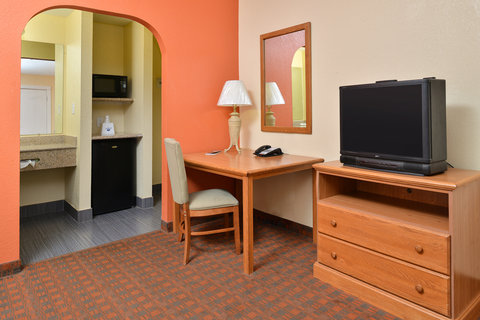 Americas Best Value Inn Medical Center Lubbock - Two Queen Bed Guest Room