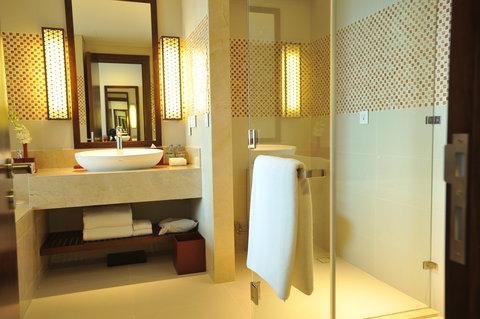 Salinda Premium Resort and Spa - Guest Room Bathroom