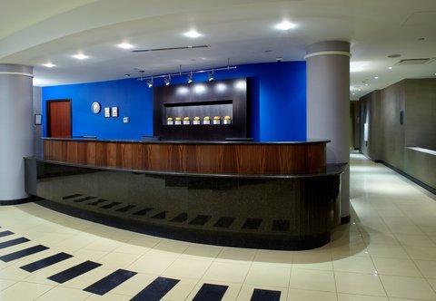 Courtyard Dayton-University of Dayton - Front Desk
