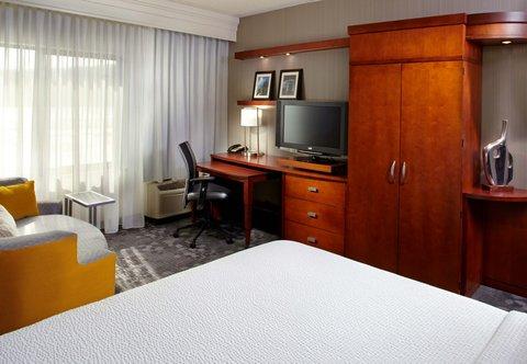 Courtyard Dayton-University of Dayton - King Guest Room