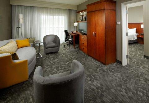 Courtyard Dayton-University of Dayton - King Suite