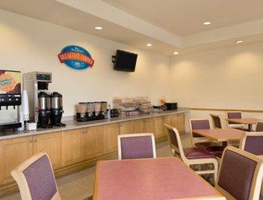 Baymont Inn & Suites Fort Myers Airport - Breakfast Area