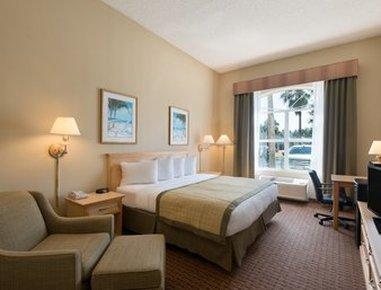 Baymont Inn & Suites Fort Myers Airport - Standard King Room