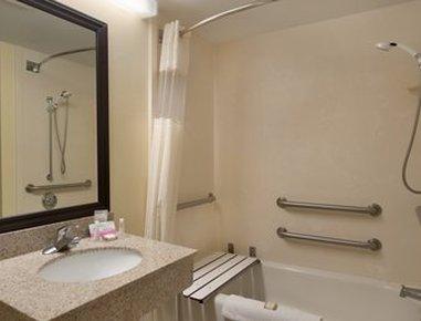 Baymont Inn & Suites Fort Myers Airport - ADA Bathroom