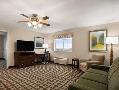 Baymont Inn & Suites Odessa - Suite