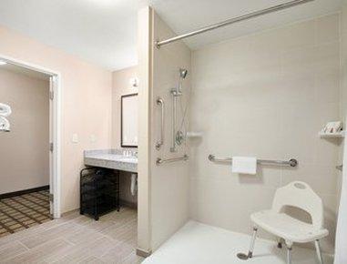 Baymont Inn & Suites Odessa - ADA Bathroom