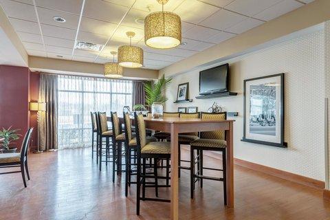 Hampton Inn St Louis-Columbia - Large Dining Table