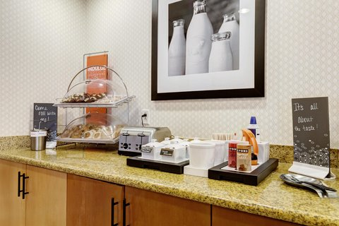 Hampton Inn St Louis-Columbia - Pastries