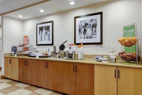 Hampton Inn St Louis-Columbia - Breakfast Bar