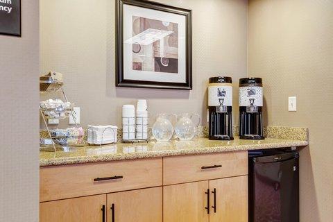 Hampton Inn St Louis-Columbia - Coffee Area