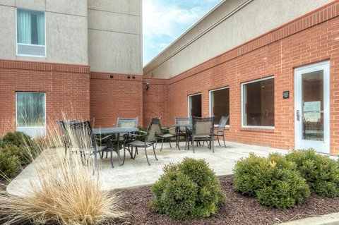 Hampton Inn St Louis-Columbia - Outdoor Patio