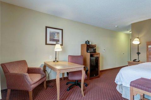Hampton Inn St Louis-Columbia - 1 King Bed Guest Room