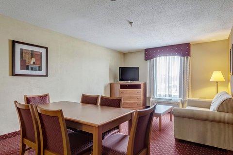 Hampton Inn St Louis-Columbia - Guest Suite
