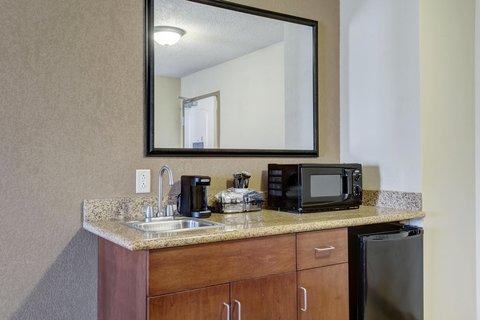 Hampton Inn St Louis-Columbia - Guest Suite Wetbar