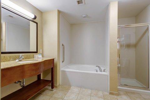 Hampton Inn St Louis-Columbia - Guest Suite Bathroom