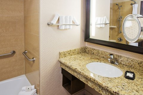Crowne Plaza ANCHORAGE-MIDTOWN - Deluxe Double Bed Wheelchair Accessible Bath