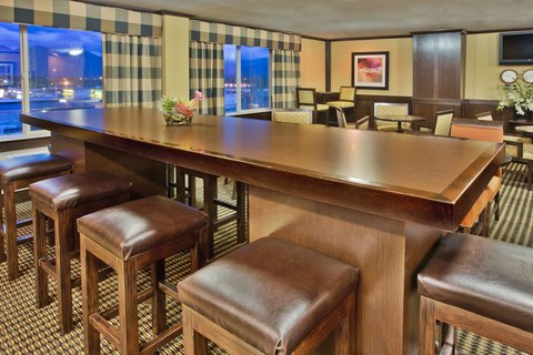 Crowne Plaza ANCHORAGE-MIDTOWN - Have a drink at the Club Floor Lounge Bar