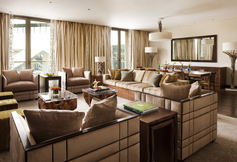 Al Faisaliah Hotel - South Wing Oasis Suite Living Room