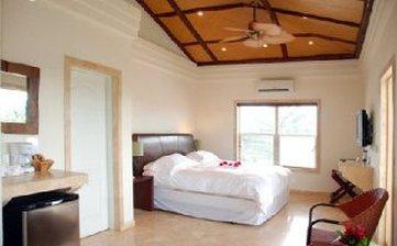 Flats at Carol's Cabanas - King Suite