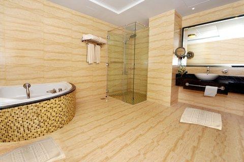 Copthorne Sharjah - Executive Suite Jacuzzi