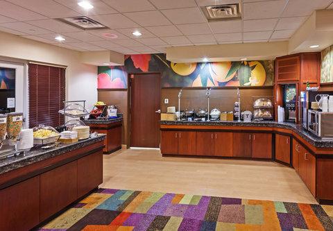 Fairfield Inn and Suites by Marriott Austin Northwest/Domain - Breakfast Buffet