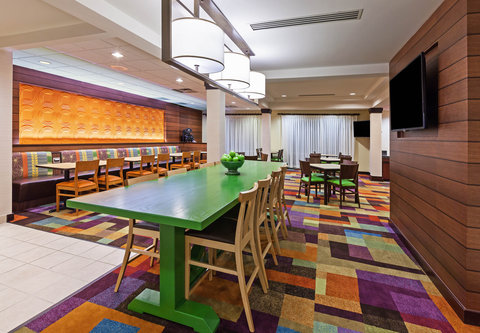 Fairfield Inn and Suites by Marriott Austin Northwest/Domain - Lobby - Dining Area
