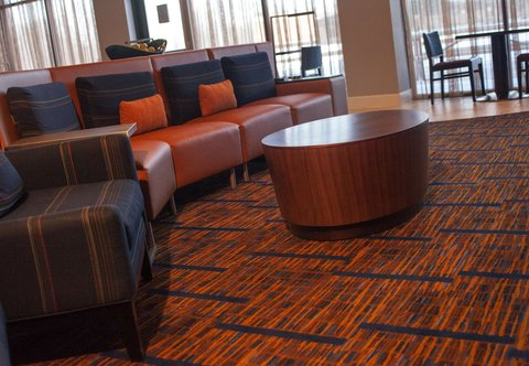 Courtyard By Marriott Aberdeen Hotel - Lobby Seating Area