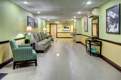 Country Inn & Suites By Carlson, Asheville Downtown Tunnel Road (Biltmore Estate), NC - Hotel Lobby