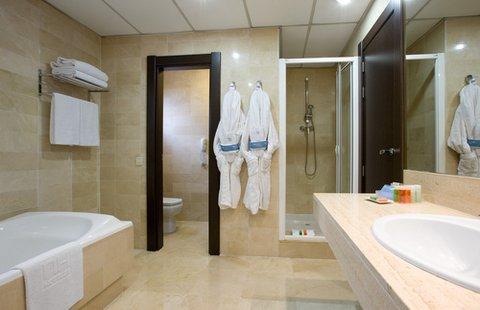NH Master - Bathroom