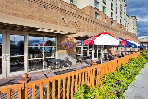 Crowne Plaza ANCHORAGE-MIDTOWN - Enjoy breakfast on the spacious Patio