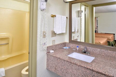 Americas Best Value Inn - Guest Bathroom