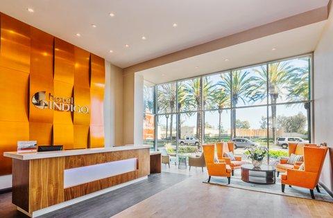 Holiday Inn Express ANAHEIM MAINGATE - Hotel Lobby