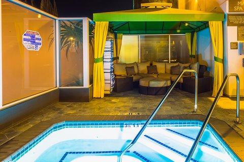 Holiday Inn Express ANAHEIM MAINGATE - Whirlpool