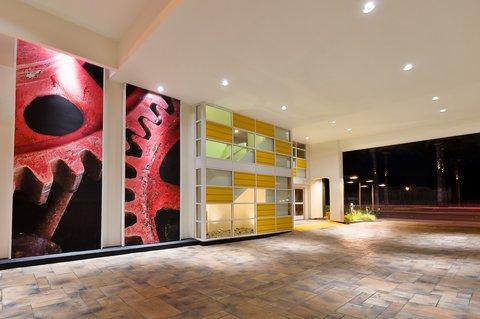 Holiday Inn Express ANAHEIM MAINGATE - Entrance