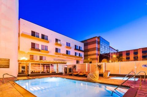 Holiday Inn Express ANAHEIM MAINGATE - Swimming Pool