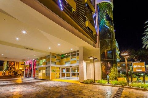 Holiday Inn Express ANAHEIM MAINGATE - Exterior Feature