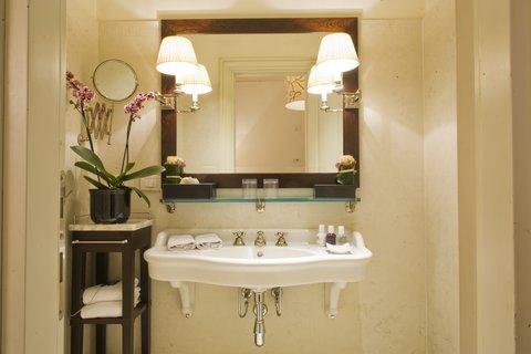 J.K.Place Hotel - Master Room Bathroom
