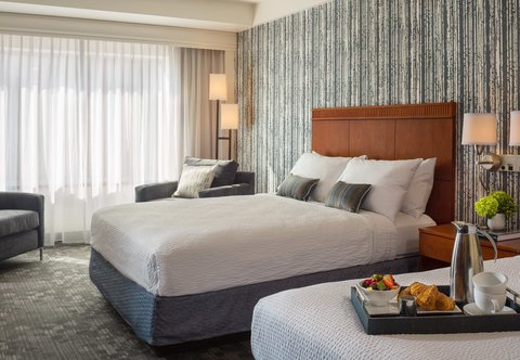 Courtyard By Marriott Burlington Harbor Hotel - Guest Room - Queen Queen City View