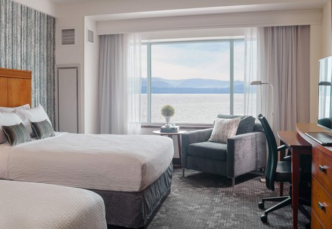 Courtyard By Marriott Burlington Harbor Hotel - Guest Room - Queen Queen Lake View