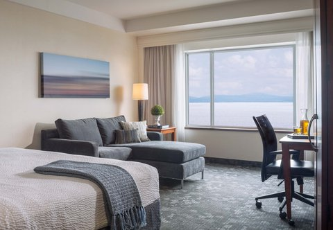 Courtyard By Marriott Burlington Harbor Hotel - Guest Room - King Lake View