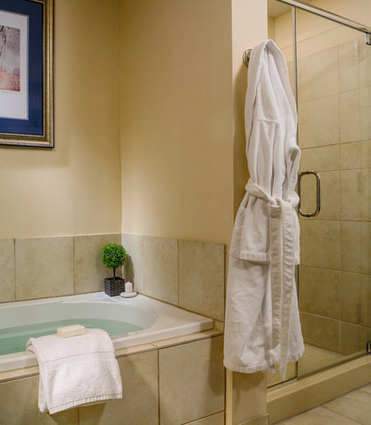 Courtyard By Marriott Burlington Harbor Hotel - King Suite - Whirlpool and Shower