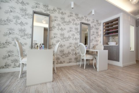 Dorsett Shepherds Bush Hotel - Adeela Crown Aesthetic Spa - Nail Bar