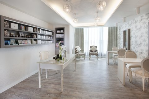 Dorsett Shepherds Bush Hotel - Adeela Crown Aesthetic Spa - Reception