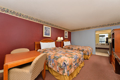 Country Hearth Inn and Suites - Gainesville - Two Queen Bed Deluxe Guest Room