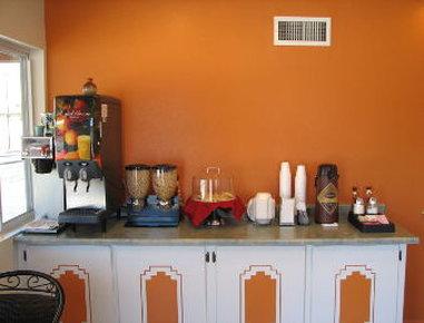 Knights Inn Downtown Albuquerque - Breakfast Area