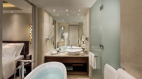 Kempinski Burj Rafal Hotel - Deluxe Room Bathroom